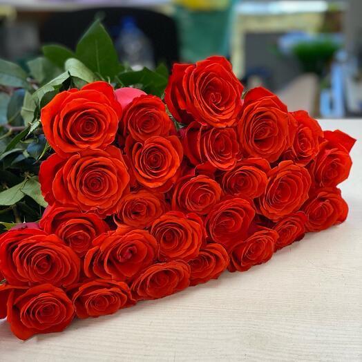 25 алых роз 60 см