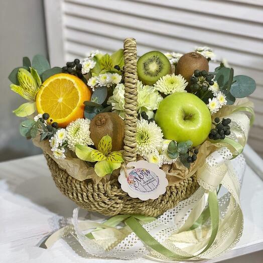 Небольшая фруктов-цветочная крзинка