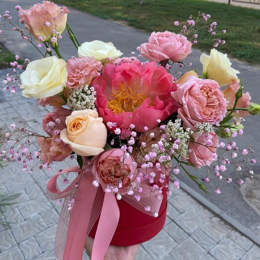 Цветы в коробке Коралл Лав