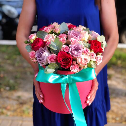 Микс роз в шляпной коробке