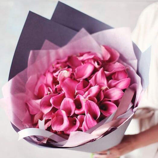 Букет из 39 розовых калл в нежной упаковке