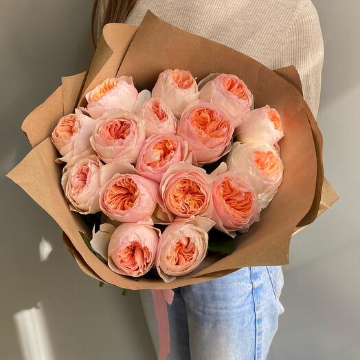 Кремовые пионовидные розы