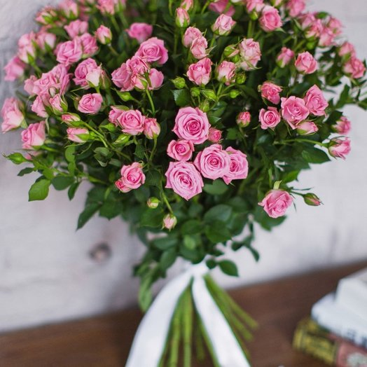 Букет из 19 розовых кустовых роз 50 см: букеты цветов на заказ Flowwow