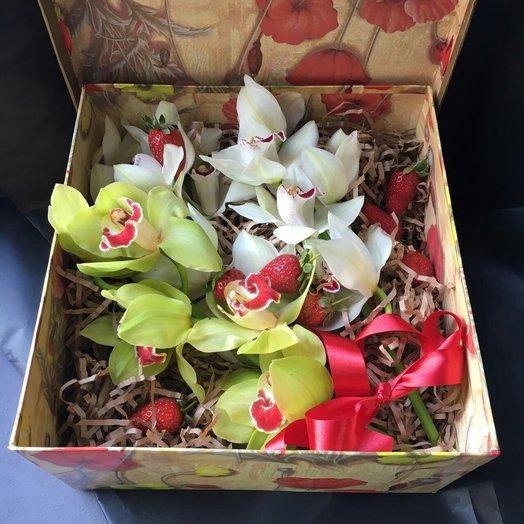 Оригинальная коробочка: букеты цветов на заказ Flowwow