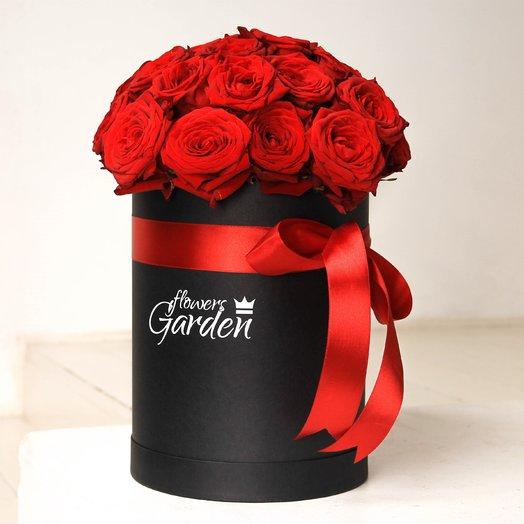 29 красных роз в черной шляпной коробке: букеты цветов на заказ Flowwow