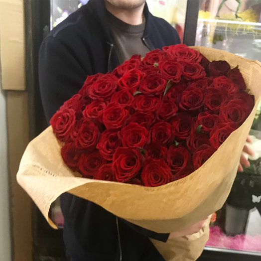 Большой кулек красных роз