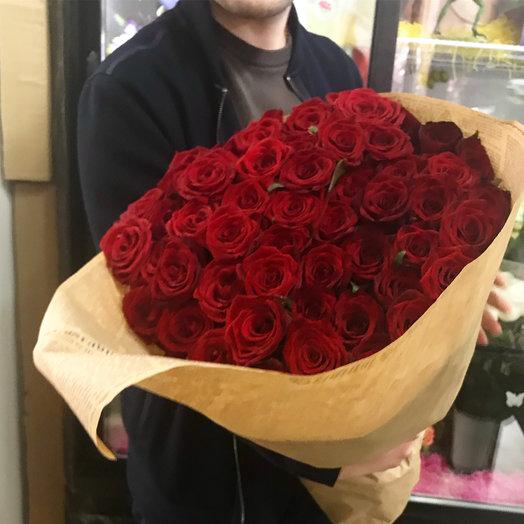 Большой кулек красных роз: букеты цветов на заказ Flowwow