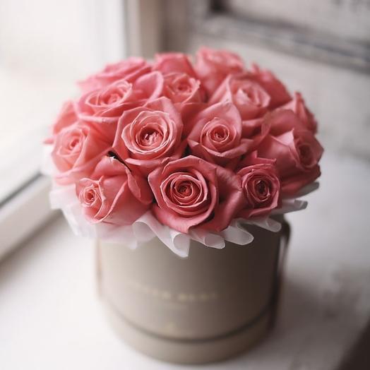 19 коралловых роз в шляпной коробке: букеты цветов на заказ Flowwow