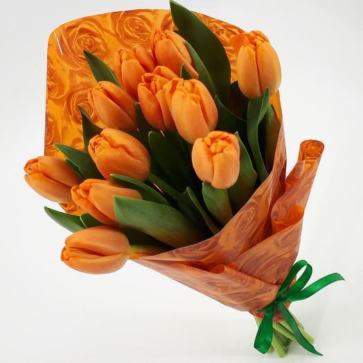 11 манговых тюльпанов
