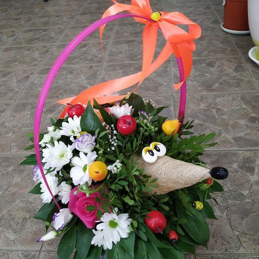 "Цветочная композиция ""Ёжик 🦔"": букеты цветов на заказ Flowwow"