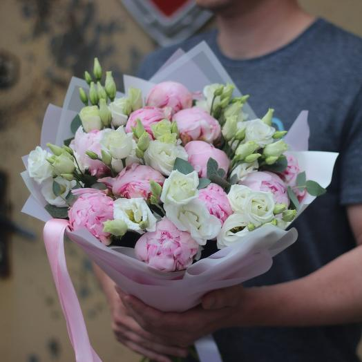 Пионы и эустома: букеты цветов на заказ Flowwow