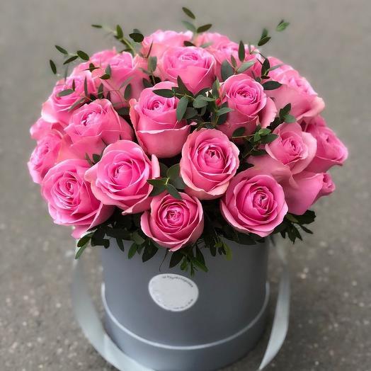 19 роз в коробочке