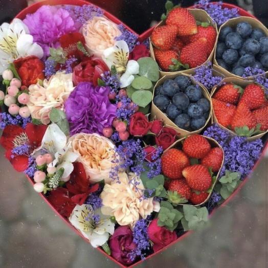 Коробочка с цветами «дуэт»: букеты цветов на заказ Flowwow