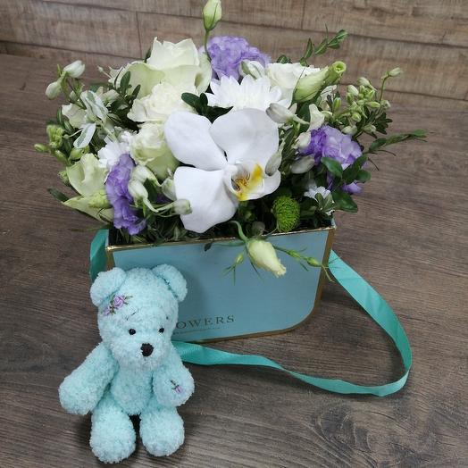Коробочка цветов с игрушкой ручной работы: букеты цветов на заказ Flowwow