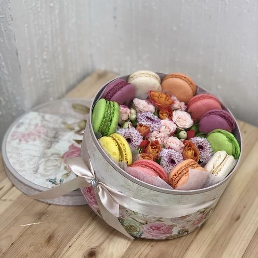 Коробка с макаруни 2: букеты цветов на заказ Flowwow