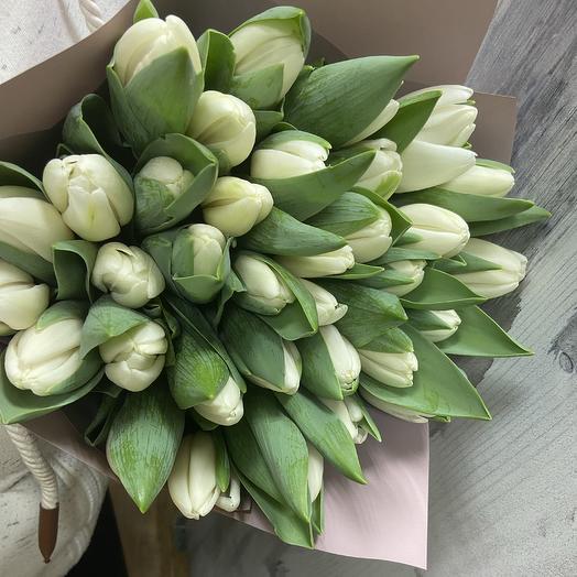 Охапка из 35 белоснежных Тюльпанов: букеты цветов на заказ Flowwow
