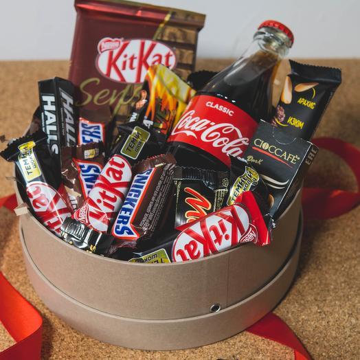 Набор со сладостями в шляпной коробке 7: букеты цветов на заказ Flowwow