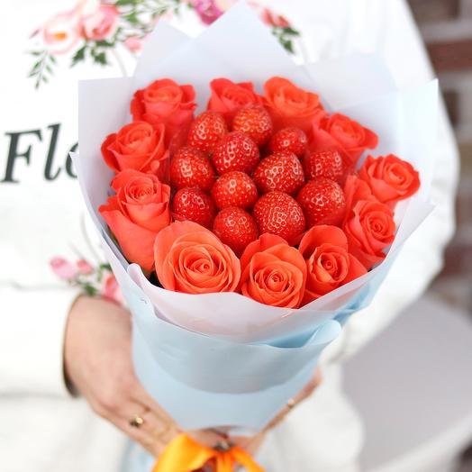 Букет комплимент. Оранжевая роза. Клубника. N699