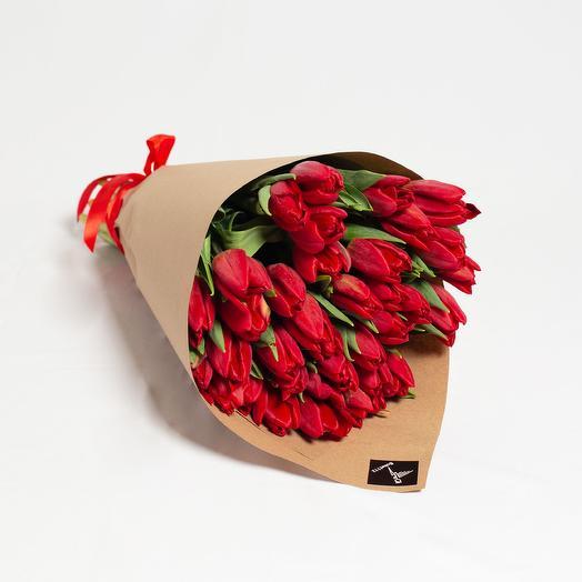 35 высоких красных тюльпанов премиум в крафте