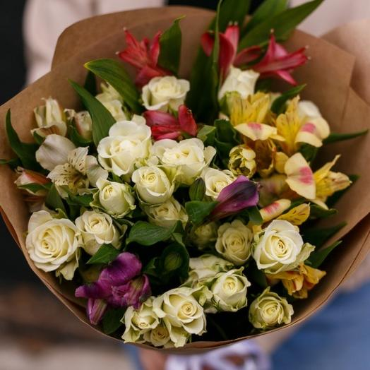 Букет с розой и альстромерией