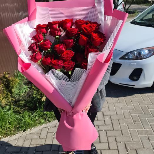 35 роз в дизайнерской упаковке: букеты цветов на заказ Flowwow