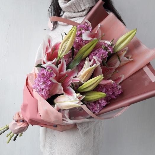 Шикарный букет из лилий и маттиол: букеты цветов на заказ Flowwow