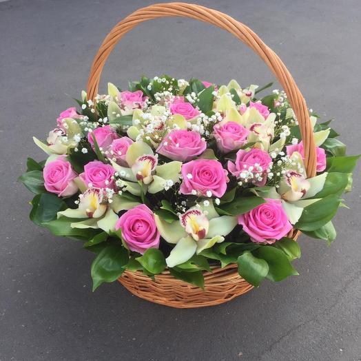 Корзина из роз и орхидей