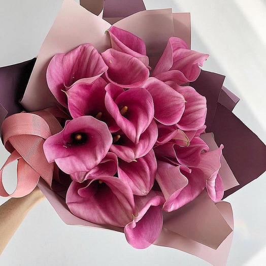 Букет из 19 розовых калл