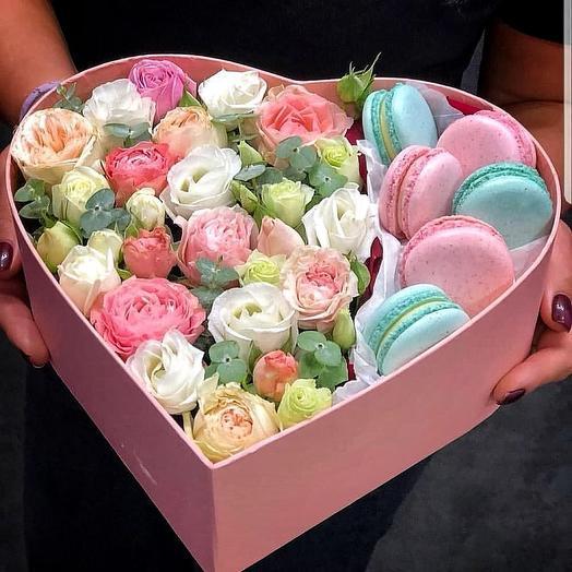 Сердце с цветами и Макаронс