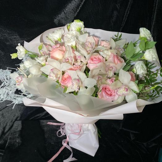 Шикарный букет из орхидей и роз