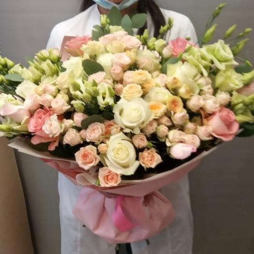 Огромный букет из роз и лизиантуса