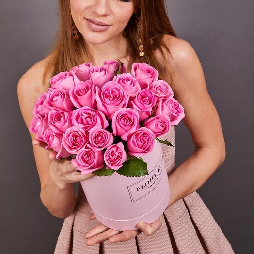 25 роз Аква в шляпной коробке