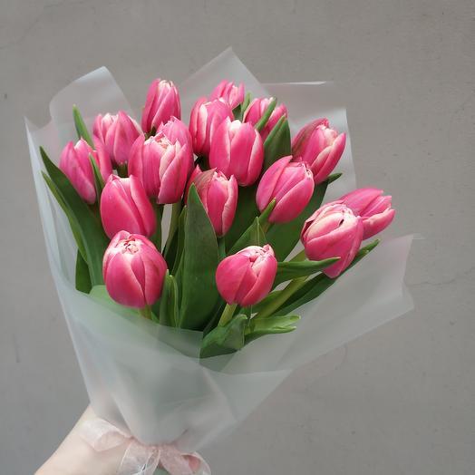 17 пионовидных тюльпанов
