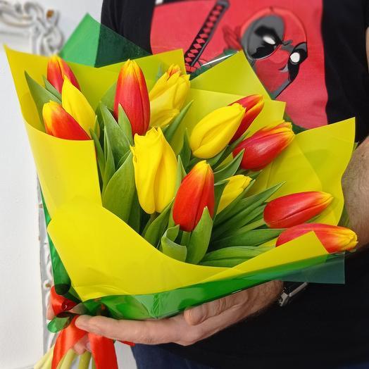15 ярких, крупных тюльпанов