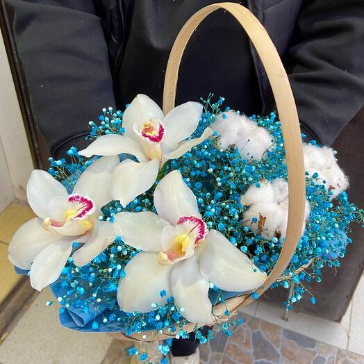Корзина с цветами «Орхидея и Гипсофилла»