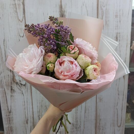 Шикарный букет с пионами, сиренью и пионовидной розой