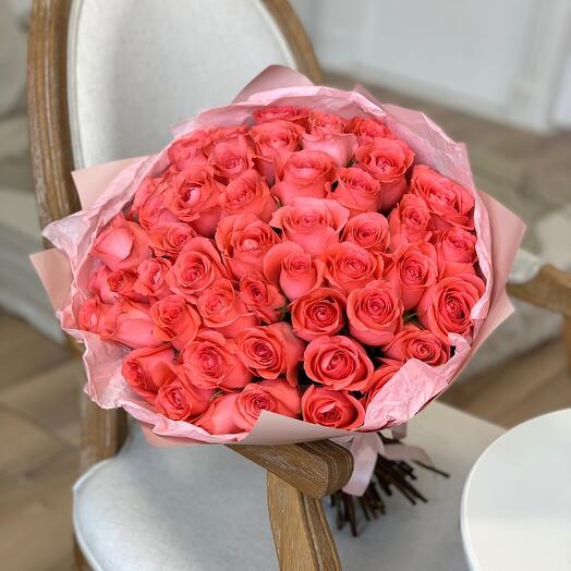 Букет из 51 коралловой розы Кения