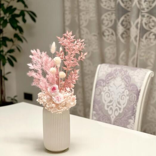 Интерьерная ваза с цветами