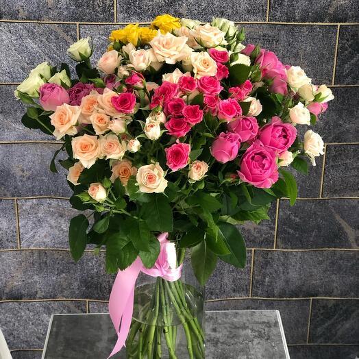 Букет 19 кустовых роз Ассорти