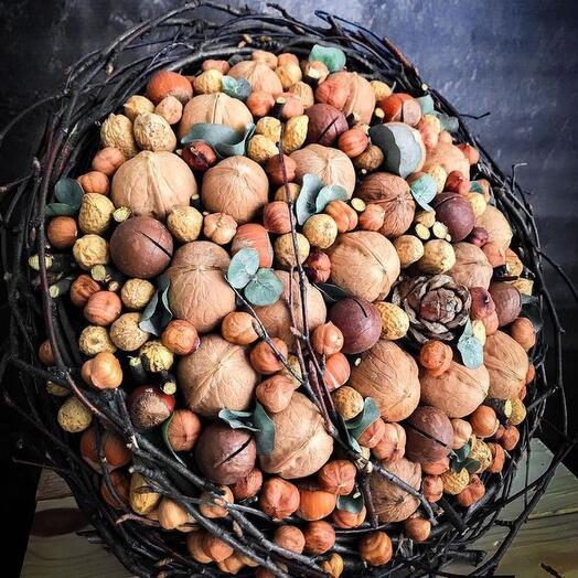 Ореховый букет на природном каркасе