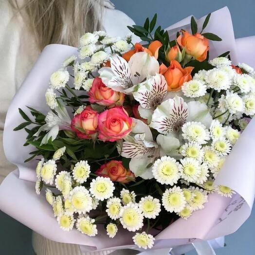 Букет из хризантемы и кустовой розы