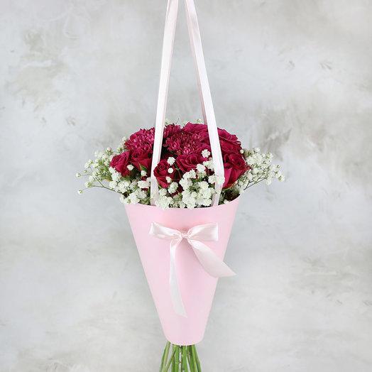 Букет из роз и гипсофилы в конусе: букеты цветов на заказ Flowwow
