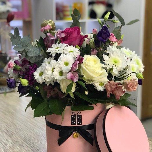 Шляпная коробочка с розами, хризантемами, эустомой