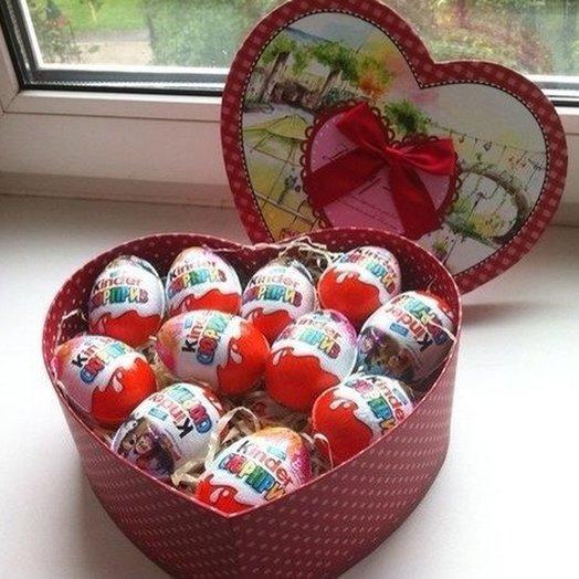 Коробка сердце 11 киндеров. Код 180103: букеты цветов на заказ Flowwow