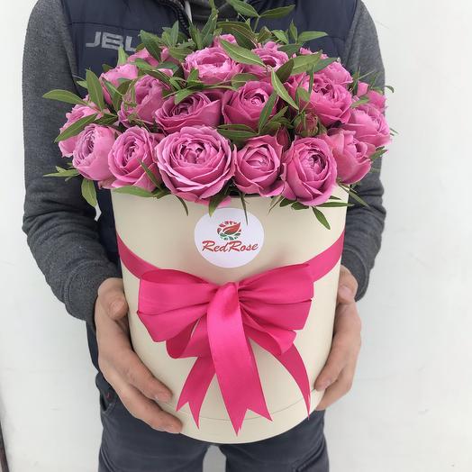 Пионовидные розы в шляпной коробочке