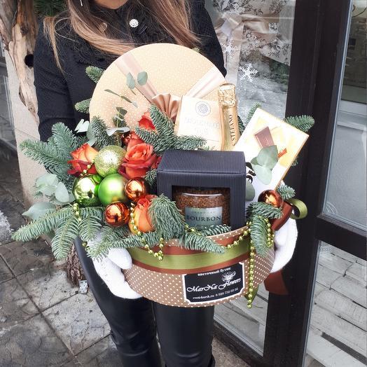 Новогодняя подарочная коробка Bourbon: букеты цветов на заказ Flowwow