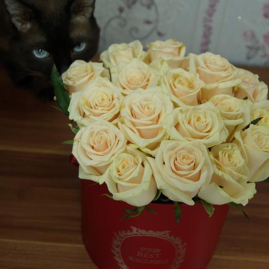 Шляпная коробка с нежными розами: букеты цветов на заказ Flowwow