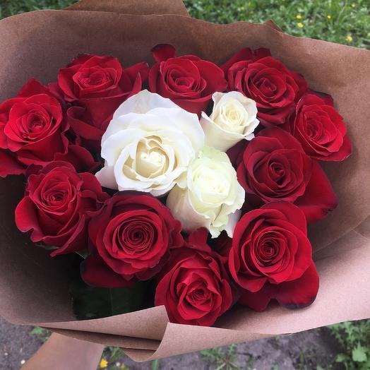 Сердечко из роз: букеты цветов на заказ Flowwow