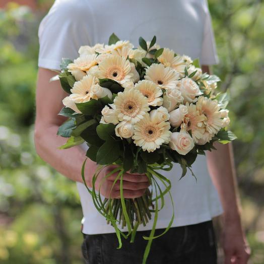 Букет из кремовых роз и гербер: букеты цветов на заказ Flowwow