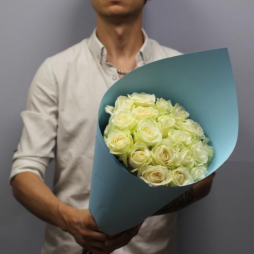 Кулёк из 19 белых роз: букеты цветов на заказ Flowwow